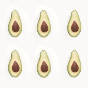 Половинки авокадо