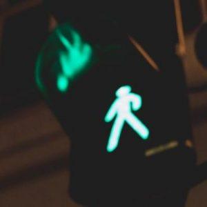 Зеленый свет пешеходного перехода